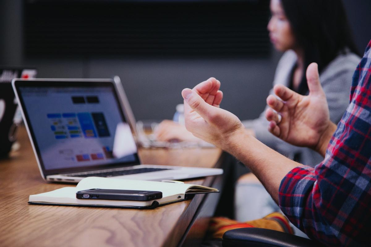Cliente explicando las ventajas de BlogsterApp